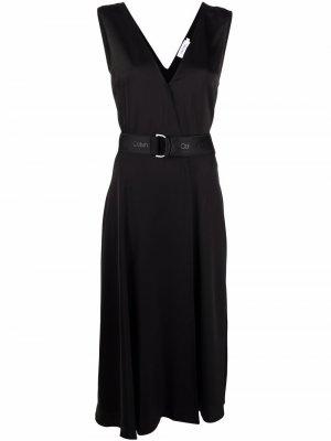 Платье с запахом и поясом Calvin Klein. Цвет: черный