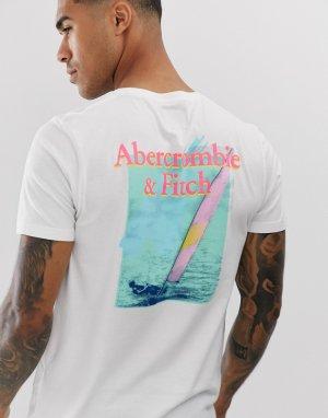 Белая футболка с принтом Abercrombie & Fitch. Цвет: белый