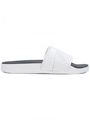 Шлепанцы Adilette adidas Originals by Alexander Wang. Цвет: белый