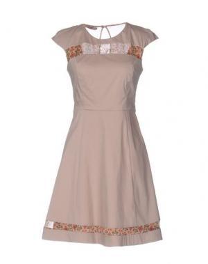 Короткое платье ANNARITA N. Цвет: светло-коричневый