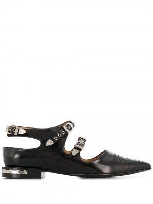 Туфли на плоской подошве с заостренным носком Toga Pulla. Цвет: черный