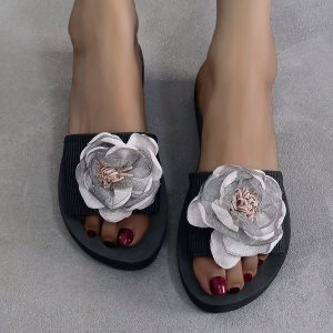 Тапочки с цветком SHEIN. Цвет: серый