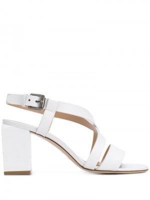Босоножки на наборном каблуке Deimille. Цвет: белый