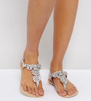 Кожаные сандалии для широкой стопы с отделкой ASOS FENDER DESIGN. Цвет: серебряный