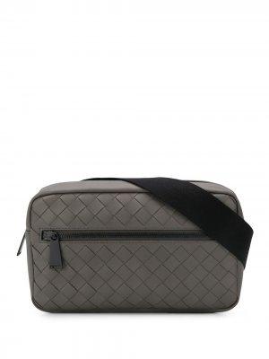 Поясная сумка с плетением Intrecciato Bottega Veneta. Цвет: серый