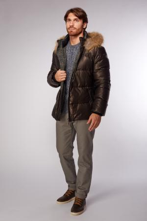 Зимняя мужская кожаная куртка на пуху с мехом AFG. Цвет: черный