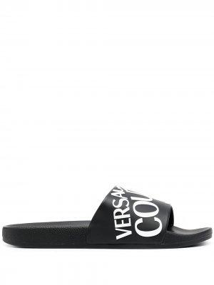 Шлепанцы с логотипом Versace Jeans Couture. Цвет: черный
