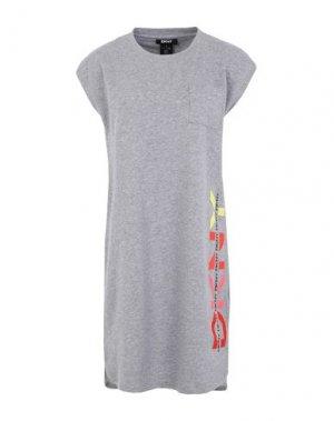 Короткое платье DKNY. Цвет: серый