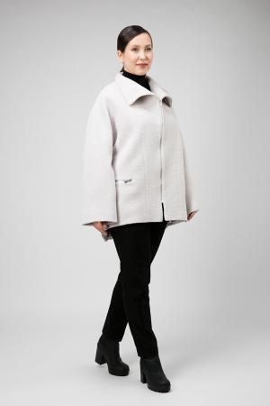 Короткое женское пальто на весну из бэби ламы ALIV. Цвет: жемчужный