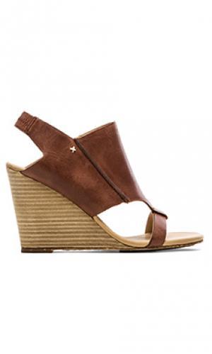 Обувь на танкетке perez Koolaburra. Цвет: коричневый