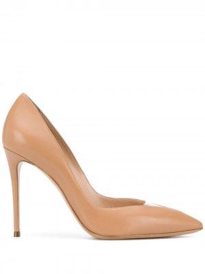 Туфли с заостренным носком Casadei. Цвет: нейтральные цвета