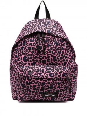 Рюкзак с леопардовым принтом Eastpak. Цвет: розовый