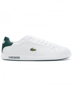 Кроссовки на шнуровке Lacoste. Цвет: белый