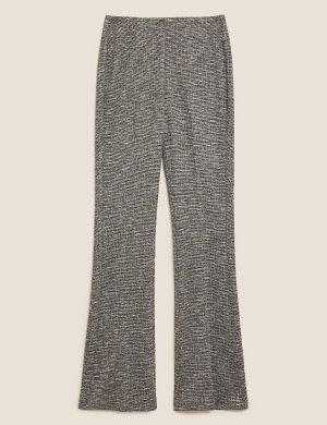 Трикотажные расклешенные брюки в клетку M&S Collection. Цвет: черный микс