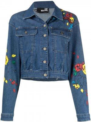 Джинсовая куртка с цветочным принтом Love Moschino. Цвет: синий