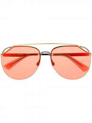 Затемненные солнцезащитные очки-авиаторы Diesel. Цвет: золотистый