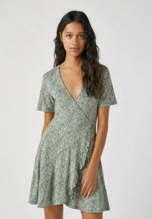 Платье Pull&Bear. Цвет: зеленый