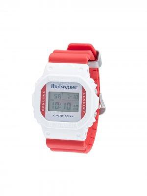 Наручные часы 43 мм из коллаборации с Budweiser G-Shock. Цвет: красный