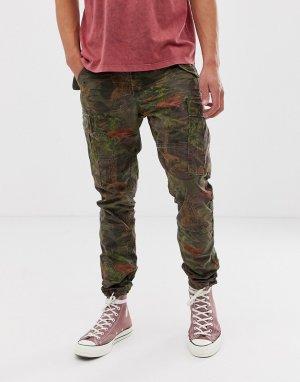 Зеленые брюки карго классического кроя с камуфляжным принтом Polo Ralph Lauren. Цвет: зеленый