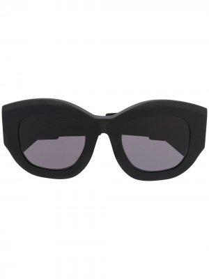 Солнцезащитные очки B5 в массивной оправе Kuboraum. Цвет: черный