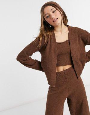 Пушистый вязаный кардиган коричневого цвета от комплекта из 4 предметов Cora -Коричневый цвет Monki
