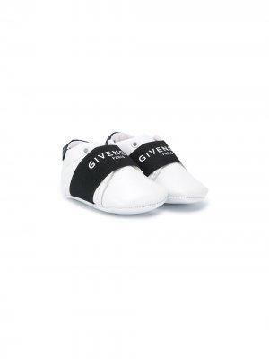 Пинетки в стиле колор-блок с логотипом Givenchy Kids. Цвет: белый