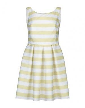 Короткое платье CASTING. Цвет: белый