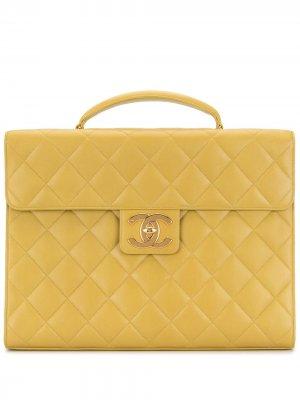 Стеганый портфель 1998-го года с логотипом CC Chanel Pre-Owned. Цвет: зеленый