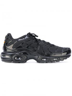Кроссовки со шнуровкой и перфорированной подошвой Nike. Цвет: черный