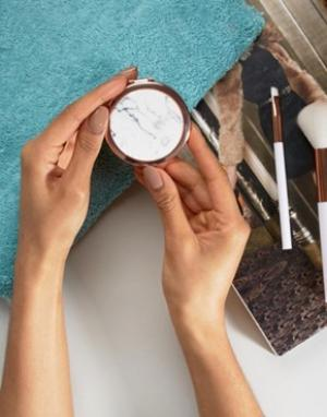 Зеркальце с мраморным принтом Skinnydip. Цвет: бесцветный