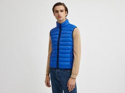 Ультра легкий жилет Benetton. Цвет: синий