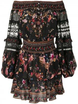 Платье с открытыми плечами и кружевом Camilla. Цвет: черный