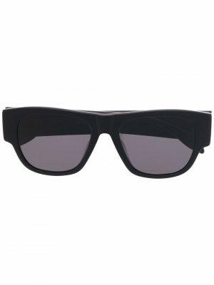 Солнцезащитные очки в квадратной оправе с логотипом Alexander McQueen Eyewear. Цвет: черный