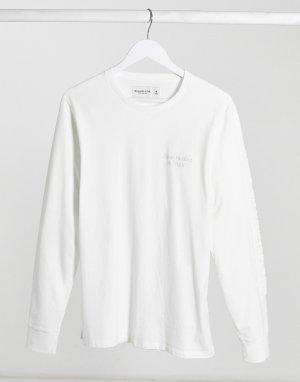 Белый лонгслив с тисненым логотипом Abercrombie & Fitch