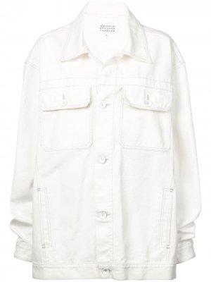 Джинсовая куртка в стиле оверсайз Maison Margiela. Цвет: белый