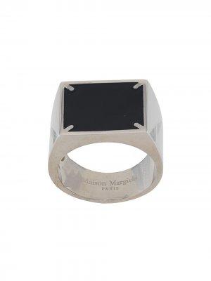 Перстень с логотипом Maison Margiela. Цвет: черный