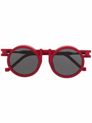 Солнцезащитные очки в круглой оправе из коллаборации с Kengo Kuma VAVA Eyewear. Цвет: красный