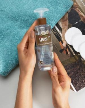 Очищающая и увлажняющая мицеллярная вода с кокосовым экстрактом Yes To