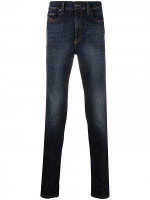 Узкие джинсы с эффектом потертости Diesel. Цвет: синий