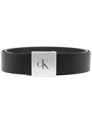 Ремень с гравировкой логотипа Calvin Klein. Цвет: черный