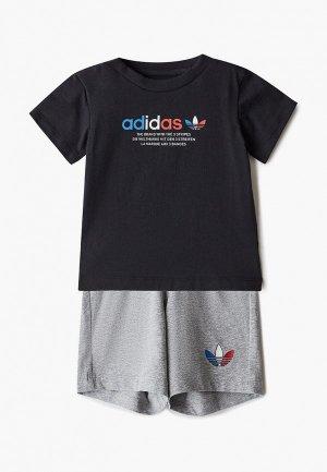 Костюм спортивный adidas Originals. Цвет: разноцветный