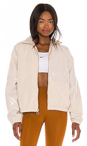 Куртка Nike. Цвет: беж