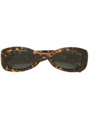 Солнцезащитные очки черепаховой расцветки Linda Farrow. Цвет: коричневый