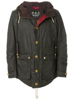 Классическая куртка с вощеной отделкой Barbour. Цвет: зеленый