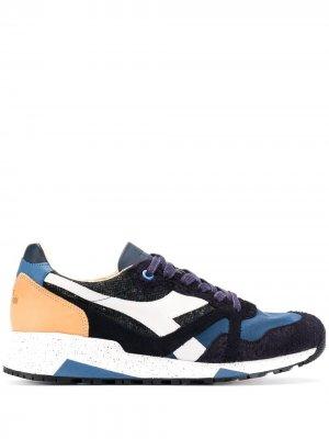 Кроссовки с фактурными вставками Diadora. Цвет: синий