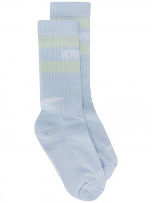 Носки с логотипом и полосками из коллаборации Reebok Vetements. Цвет: синий