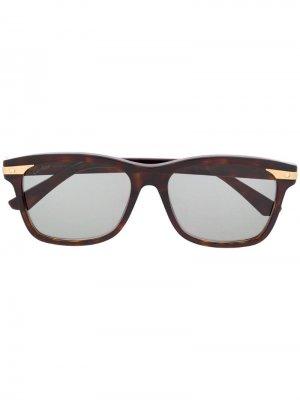 Солнцезащитные очки в квадратной оправе Cartier. Цвет: коричневый