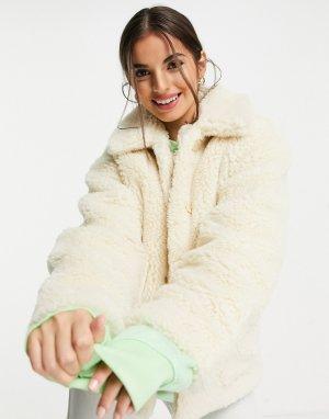 Короткая бежевая куртка из плюшевого переработанного материала Marion-Светло-бежевый цвет Monki