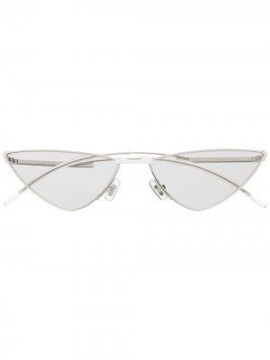 Солнцезащитные очки Krow 02 в оправе кошачий глаз Gentle Monster. Цвет: серебристый