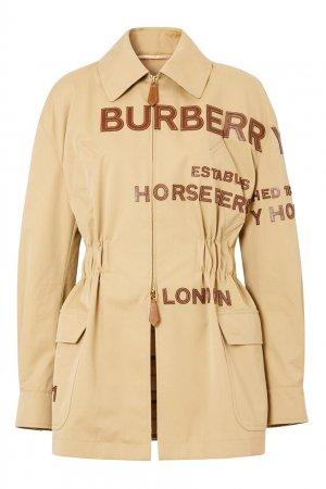 Бежевая куртка с кожаным логотипом Burberry. Цвет: бежевый